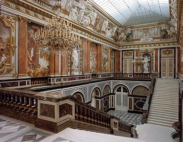 Herrenchiemsee ou le Versailles bavarois.  Prunkteppenhaus_q