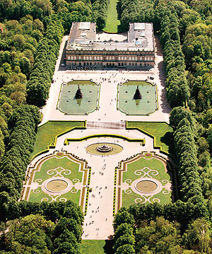 Garden parterre and New Palace, aerial picture