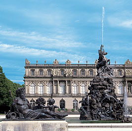 Picture: New Palace with Fama Fountain